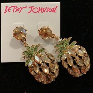 🆕BETSEY JOHNSON PINEAPPLE 🍍 earrings